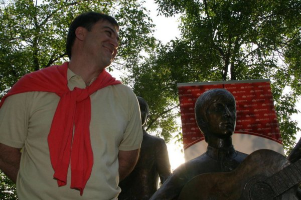 Эдуард Казарян - автор памятника.