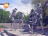 Гомеле появился памятник Битлз, сделанный из металлолома