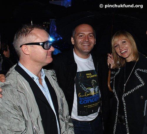 Дэмиен Хёрст, Виктор Пинчук и Елена Франчук на концерте сэра Пола Маккартни в городе Киеве