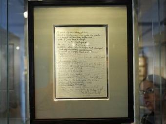 Рукописный текст песни 'A Day In Life', проданный на Sotheby's. Фото ©AFP