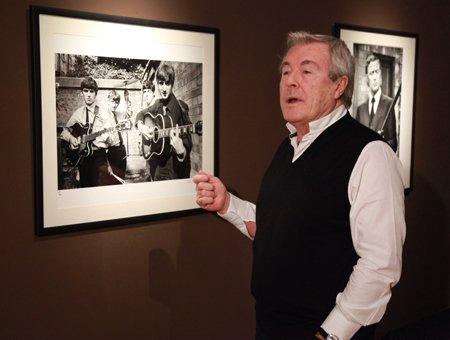 Британский художник Терри О'Нил на открытии своей выставки 'Первые и последние'.
