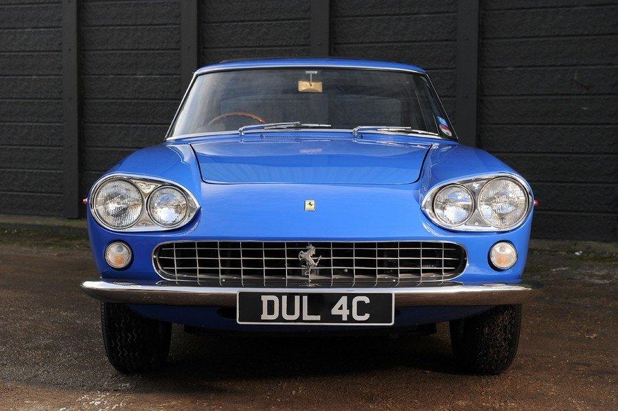 Первый автомобиль музыканта Джона Леннона - голубое купе Ferrari 330 GT 2+2