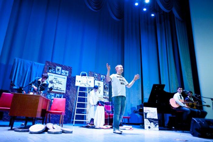 Джона Леннона воскресили на киевских театральных подмостках (на зависть калининградцам)