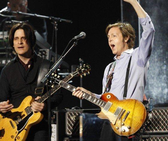 Твит «RIP Paul McCartney» возмутил битломанов