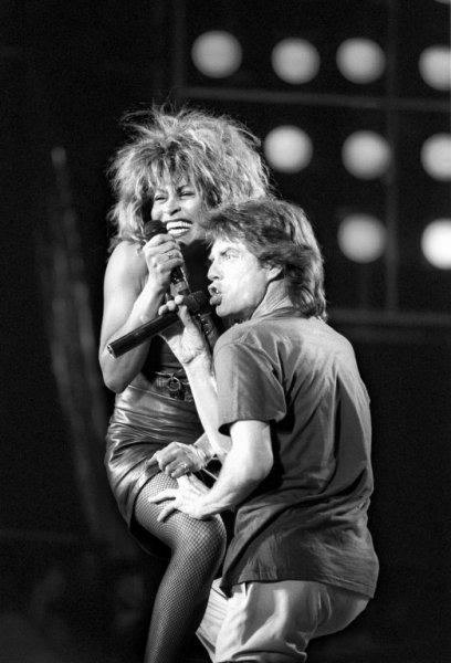 Тина Тернер и Мик Джаггер на концерте в Филадельфии, 1985