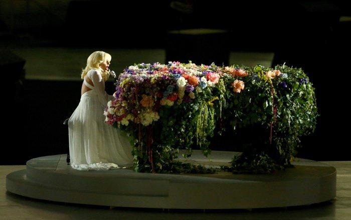 Леди Гага спела песню Джона Леннона на открытии Европейских игр в Баку