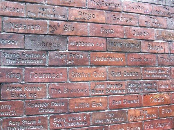 Стена Славы клуба 'Кэверн'