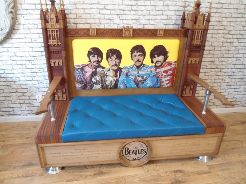Житель Челябинской области сделал уникальный диван в стиле The Beatles