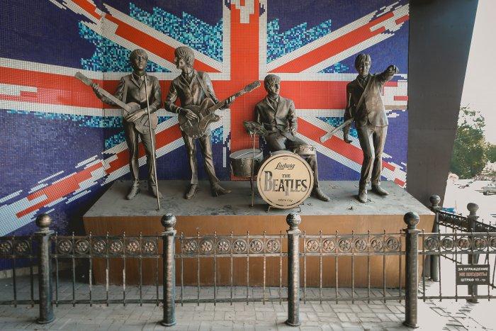 Донецкий памятник The Beatles отправили на реставрацию