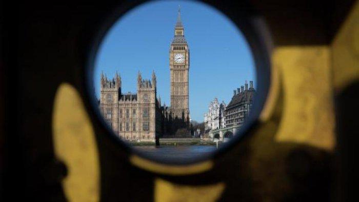 Музыканты попросили Мэй не превращать Британию в 'культурную тюрьму'