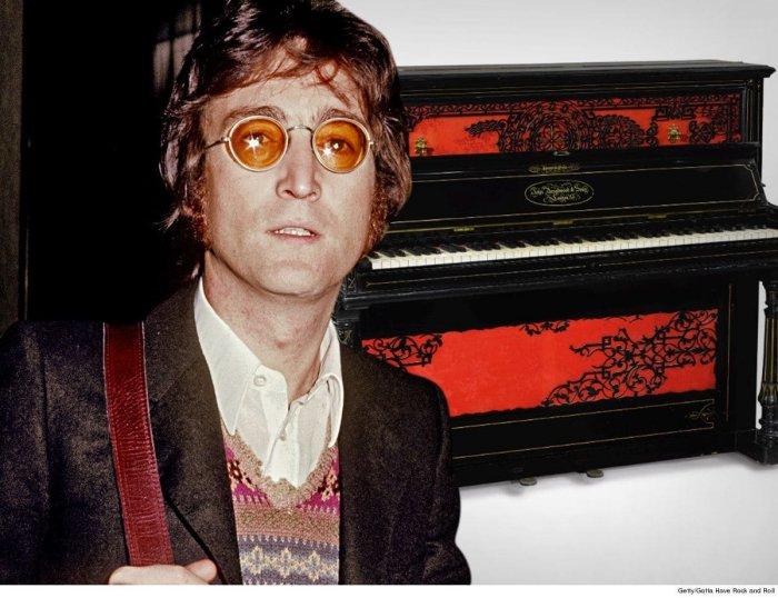 В США на аукционе продано фортепиано, на котором Джон Леннон сочинил 'Lucy in the Sky with Diamonds'
